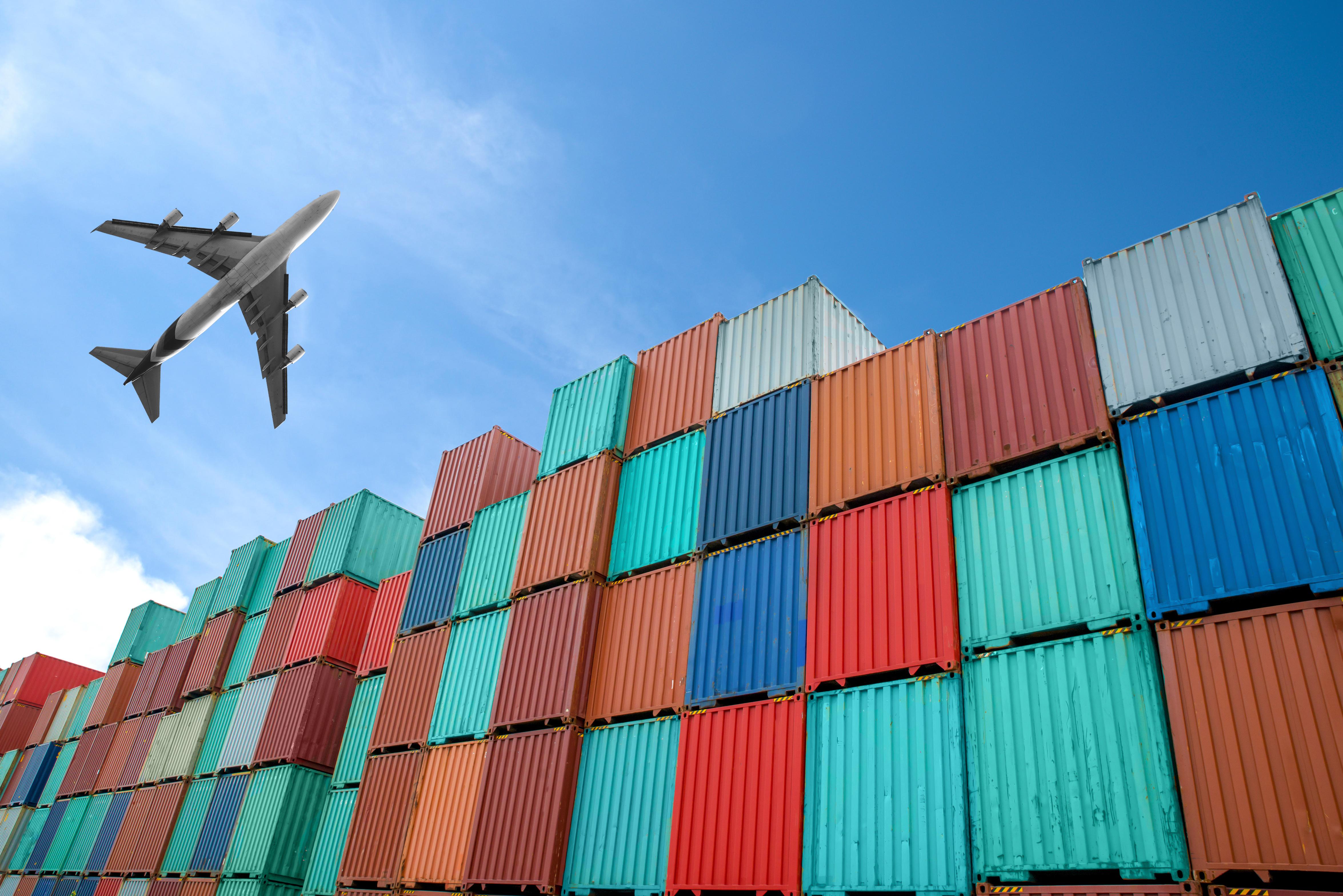 spedycja lotnicza towarów i paczek