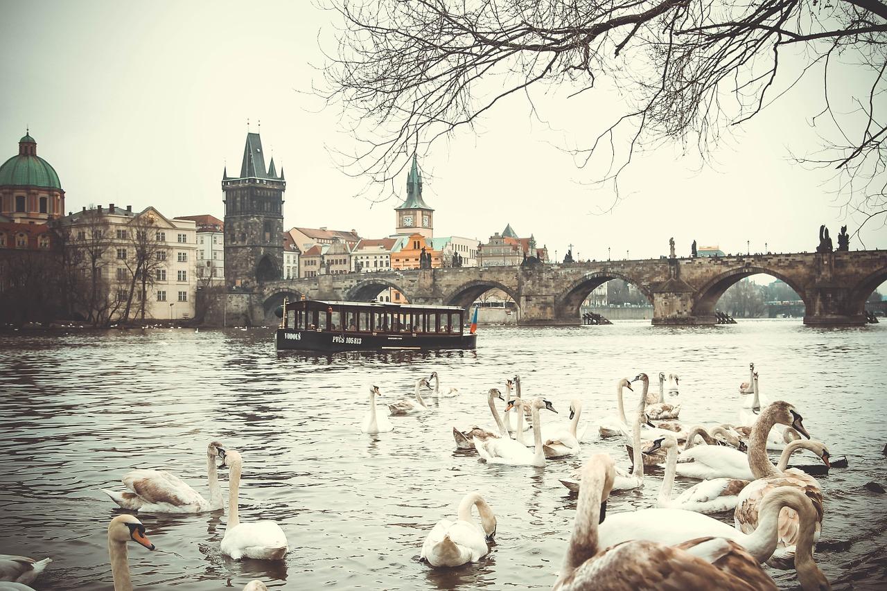 tanie przesyłki kurierskie do Pragi