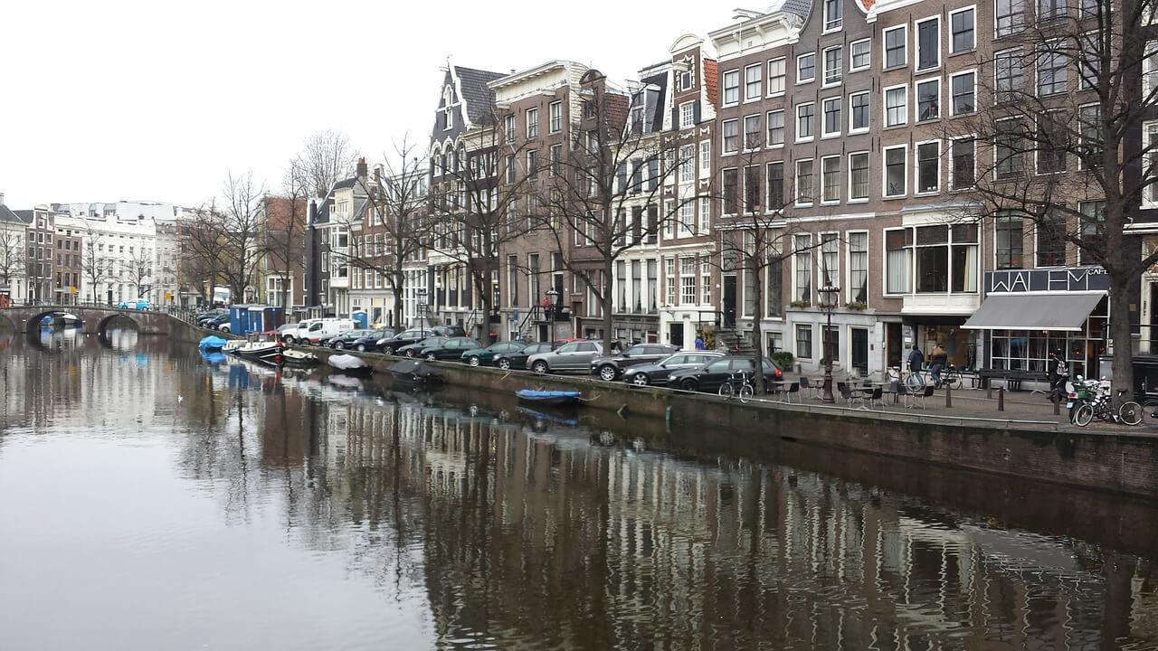 Paczki i przesyłki do Amsterdamu stolicy Holandii