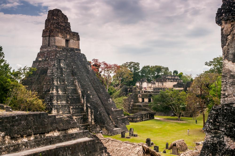 Paczki i przesyłki do Gwatemali Tikal świątynia Majów