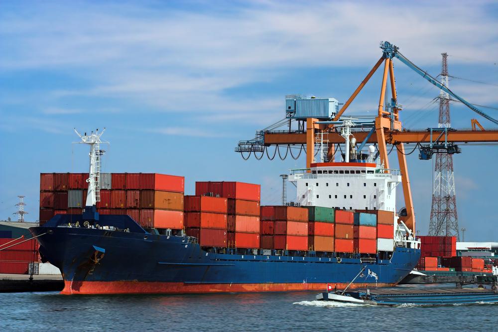Transport morski - zadokowany kontenerowiec