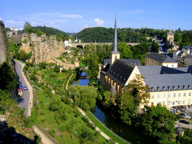 Paczki i przesyłki do stolicy Luksemburga