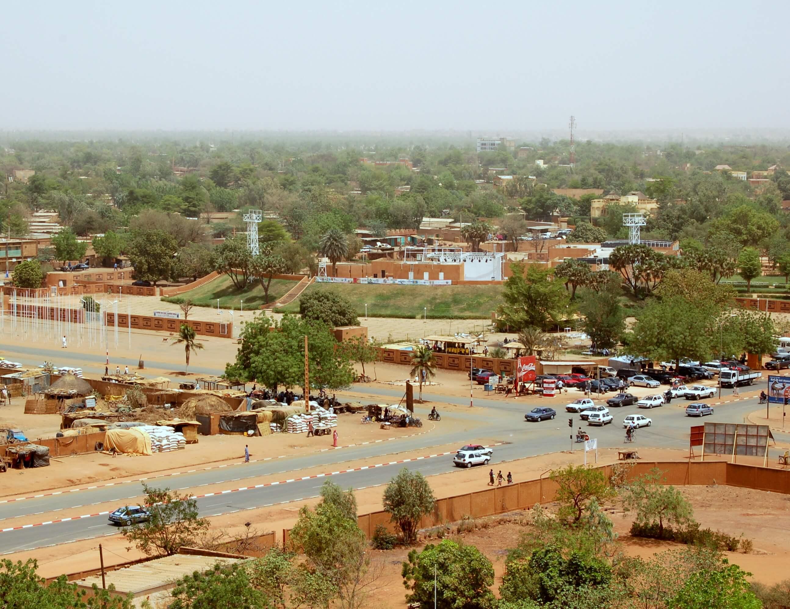 Paczki i przesyłki do Niamey