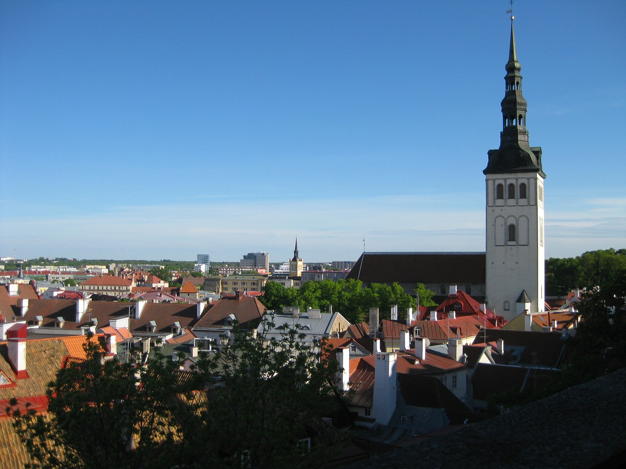 Paczki i przesyłki do Tallinnu stolicy Estonii