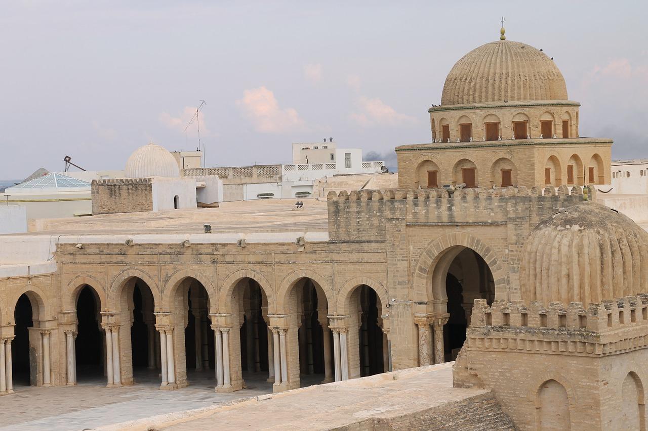 Paczki i przesyłki do Tunisu, stolicy Tunezji