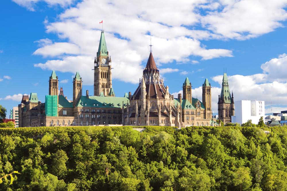 Paczki i przesyłki do Ottawy, stolicy Kanady