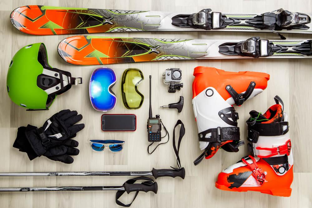jak zapakować narty? wysyłka nart kurierem? sprzęt narciarski