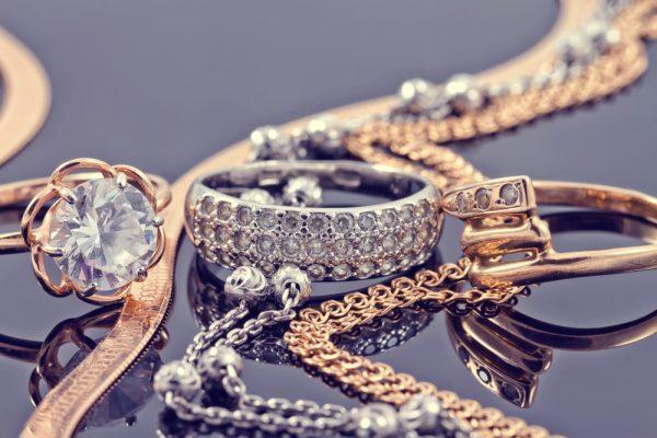 jak wysłać biżuterię kurierem